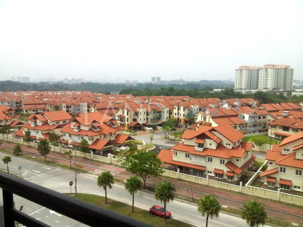 Room In Apartment For Rent At Jalil Damai Bukit
